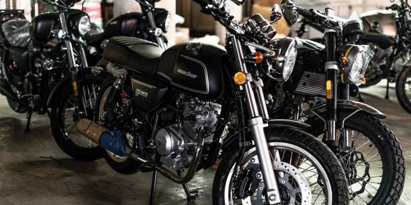 ¿Cuál es la composición química de una batería para motos?