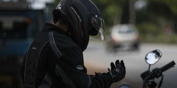 Desinfección del casco y guantes de tu moto
