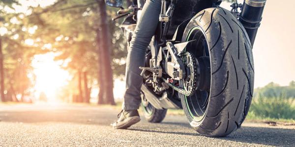 Confía en los neumáticos de verano para tu moto